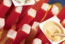 Poisson hérisson et sauces à la crème de yaourt