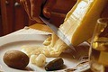 Un fromage coulant sur la charcuterie...