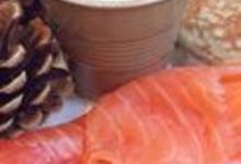http://www.recettespourtous.com/files/imagecache/recette_fiche/img_recettes/5491_recette-saumon-fume-bio-blinis-farine-sarrasin-sauce-herbes.jpg