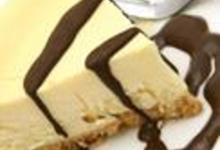 http://www.recettespourtous.com/files/imagecache/recette_fiche/img_recettes/1959_Cheesecake_au_chocolat_blanc_et_sauce_au_chocolat_noir_3002526_REC.jpg