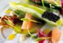 http://www.recettespourtous.com/files/imagecache/recette_fiche/img_recettes/26357_recette_laitue_celtuce_pamplemousse_asperges_sauvages_girolles_caviar_daquitaine.jpg