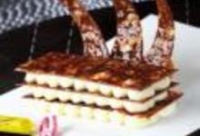 http://www.recettespourtous.com/files/imagecache/recette_fiche/img_recettes/26385_recette_mille_feuille_carambar_mousse_chocolat_noir.jpg