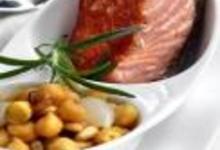 http://www.recettespourtous.com/files/imagecache/recette_fiche/img_recettes/15302_recette_saumon_grille_pois_chiches_pignons_pin.jpg