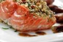 http://www.recettespourtous.com/files/imagecache/recette_fiche/img_recettes/15306_recette_saumon_en_croute_noix_vinaigrette_champignons.jpg
