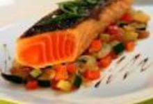 http://www.recettespourtous.com/files/imagecache/recette_fiche/img_recettes/15296_recette_pave_saumon_cuit_unilateral_cocotte_legumes_provencaux.jpg