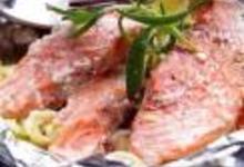 http://www.recettespourtous.com/files/imagecache/recette_fiche/img_recettes/15303_recette_papillotes_saumon_norvege_legumes.jpg