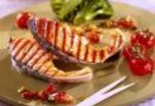 http://www.recettespourtous.com/files/imagecache/recette_fiche/img_recettes/15375_recette_cotelettes_saumon_grillees_huile_parfumee.jpg