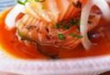 http://www.recettespourtous.com/files/imagecache/recette_fiche/img_recettes/15329_recette_chaud_froid_saumon_consomme_tomates.jpg
