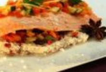 http://www.recettespourtous.com/files/imagecache/recette_fiche/img_recettes/15300_recette_filet_saumon_en_croute_sel_anise_legumes_citron_confit.jpg
