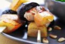 http://www.recettespourtous.com/files/imagecache/recette_fiche/img_recettes/14825_14825_recette_brochettes_lapin_pommes_pruneaux.jpg