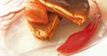 Biscuit moelleux de pétales de tomates au confit de fleurs de jasmin