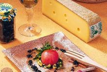 Tomate surprise, ratatouille de Comté et vinaigrette balsamique en tapenade