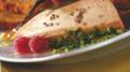 Foie gras en coûte de pistaches vertes et son bouquet de pain d'épices et de légumes croustillants, marmelade douce d'orange sur toasts fondant aux épices