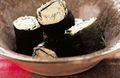 Sushi maki de chou fleur à la coriandre et Fourme de Montbrison, tomate acidulée au soja