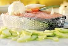 Saumon de Norvège poché à la crème de raifort et salade de concombre