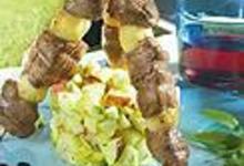 Brochettes de magret de canard aux épices, tartare de pommes à la verveine