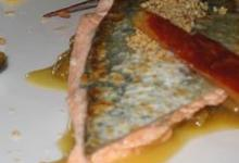 Filets de Truite des Pyrénées aux cébars confits, huile d'olive à l'orange et balsamique. Crumble noisette brebis