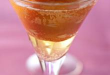 Pêches rosées, champagne et gingembre