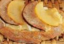 Tartine normande à l'Andouille et au camembert