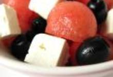 Salade à la pastèque, aux olives noires et à la feta