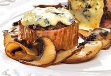 Filet mignon aux champignons gratiné au Bresse Bleu