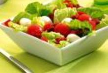 Salade mozzarella, tomates fraîches et tomates séchées