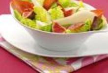 Salade poire, figues et croustilles de jambon cru