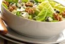Salade romaine au roquefort et aux noix