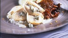 Suprême de poulet fermier au Roquefort et sa sauce aux épices