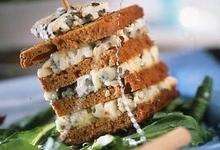 Millefeuille de pain d'épices au roquefort