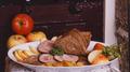 Galette à la saucisse grillée et confit d'oignon rosé de Roscoff
