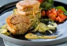 Filet mignon sauce estragon et moutarde, salade de roquette aux fraises et aux noix