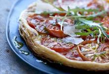 Tarte feuilletée à la Tomate de France, pesto de roquette