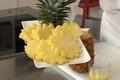 Peler un ananas à vif