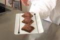 Mousse au chocolat, pain d'épices flambé au rhum