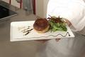 Tourtière de foie gras, champignons et châtaignes, mesclun de salade