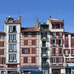 façades des quais de Bayonne
