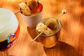 Cromesquis de risotto à l'encre de seiche, chipiron, émulsion de chorizo
