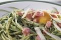 Spaghettis aux épinards à la carbonara et Gruyère AOC