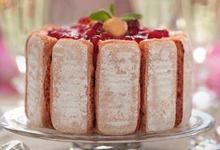 Charlotte aux Biscuits RosesJours Heureux et fruits rouges