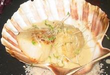 Saint Jacques en coquille, sauce au GRAIN D'AMOUR et foie gras.
