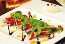 Sardinelle en carpaccio, oignons confits à  la grenadine