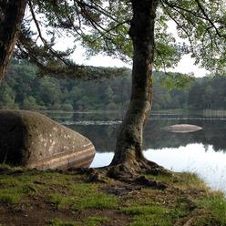le lac de Merle, connu pour ses rochers émergeants