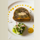 Pressé de boeuf au foie gras, bouquet de légumes de printemps, vinaigrette au moût de raisin.