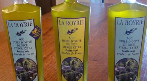 L'huile fruité vert entourée des 2 autres huiles de la gamme