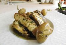 Esturgeon d'Aquitaine en aiguillettes au beurre aillé, brochette de Grenailles, cocotte de légumes