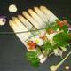 Carpaccio d'asperges et St Jacques marinées au vinaigre de mangue