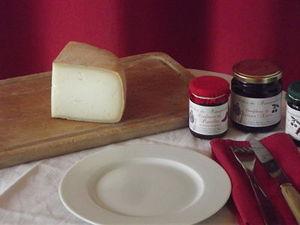 Quart de fromage fermier mixte chèvre-brebis