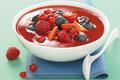 Gaspacho de fraises aux fruits rouges