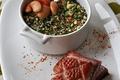Cocotte de haricots tarbais, magret de canard, croûte de parmesan aux herbes